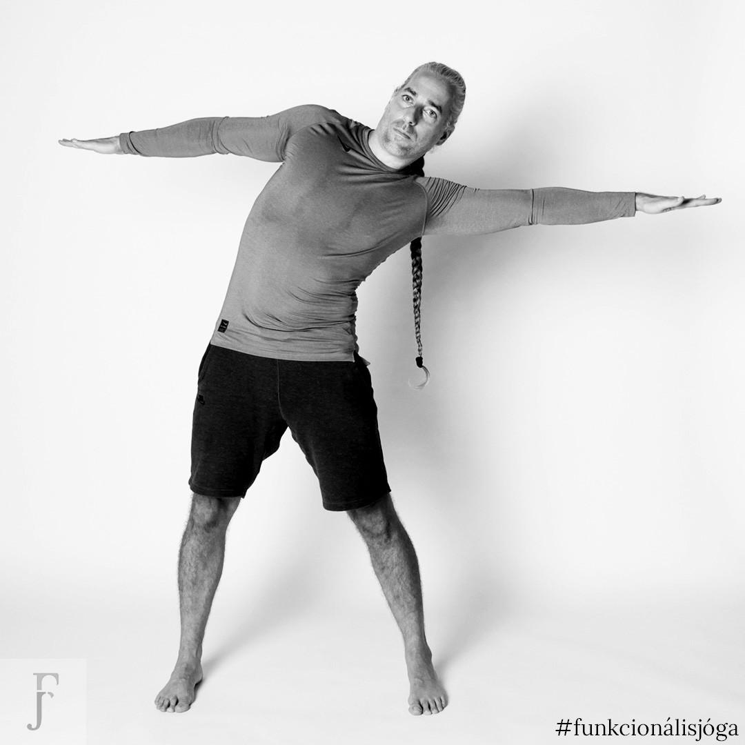 állva terpeszben oldalra hajlás hatfajas ellen jóga gyakorlat