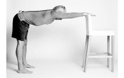 Egyperces gerincbarát nyújtó gyakorlat a hajlékony combhajlítóidért, és állva tudsz majd cipőt kötni