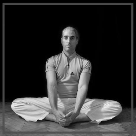 Bemelegítés angolspárgához: pillangó ülés (jóga szerint baddha kónászana)