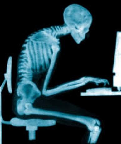 Derékfájás okai - ülőmunka, rendszeres, hosszú időn át tartó ülés