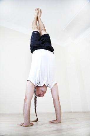 funkcionális jóga - vadász ákos - kézállás - adhó mukha vriksászana