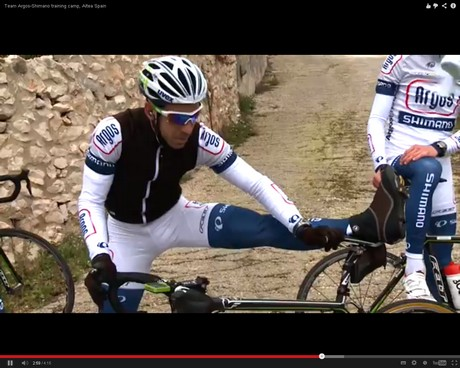 A kerékpárversenyző tudja, ha győzni akar, a nyújtás nem maradhat el
