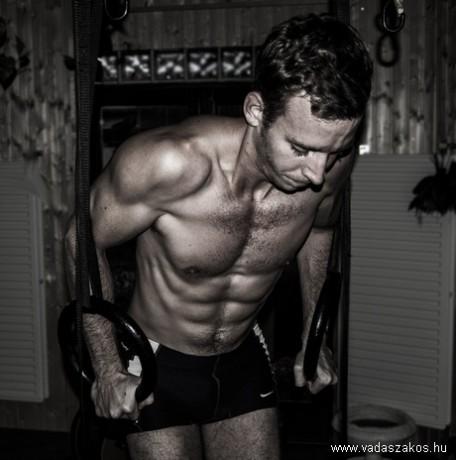 Tudatos zsírégetés - szép és arányos férfi test 8,8% testzsírral és 46,2 % izommal